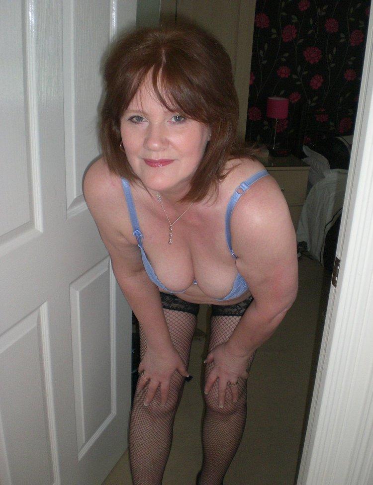 Украденная личная порнуха зрелых мамочек, девушки возбуждаются когда сосут член