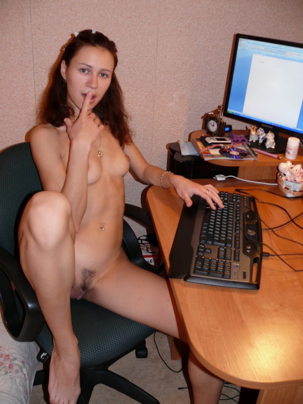 фото голая любовница на комньютере