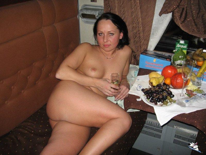 Попутчица в купе порно фото 646-756