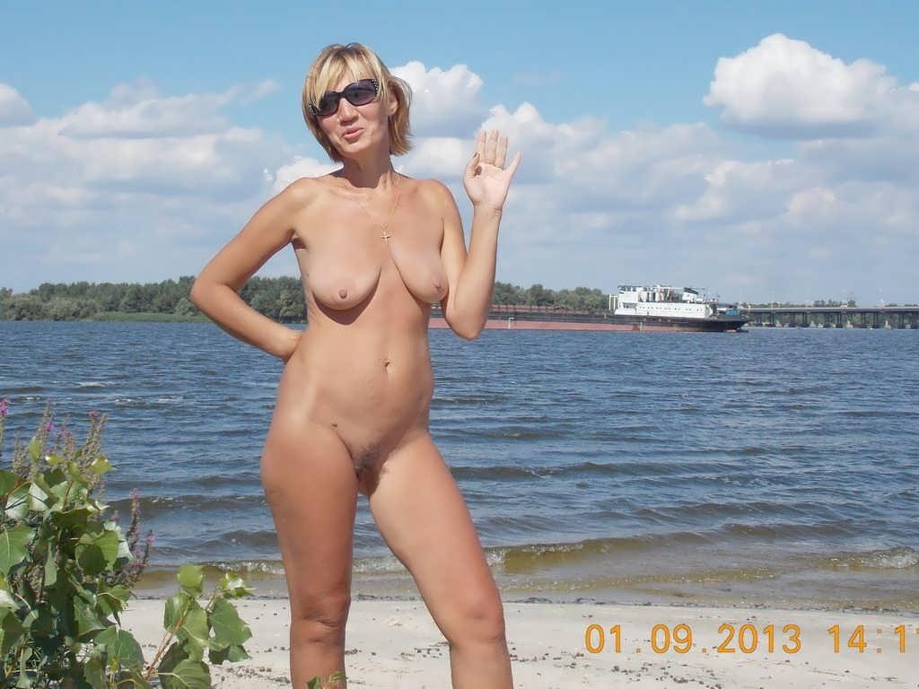Секс видео с тещей на море