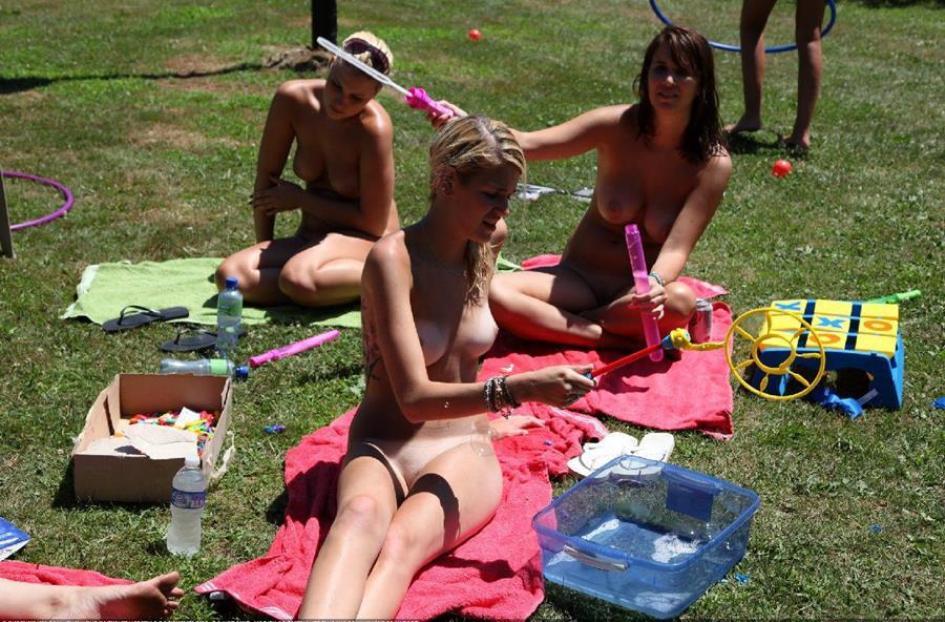 Летний лагерь нудистов  Amateur Girls 18