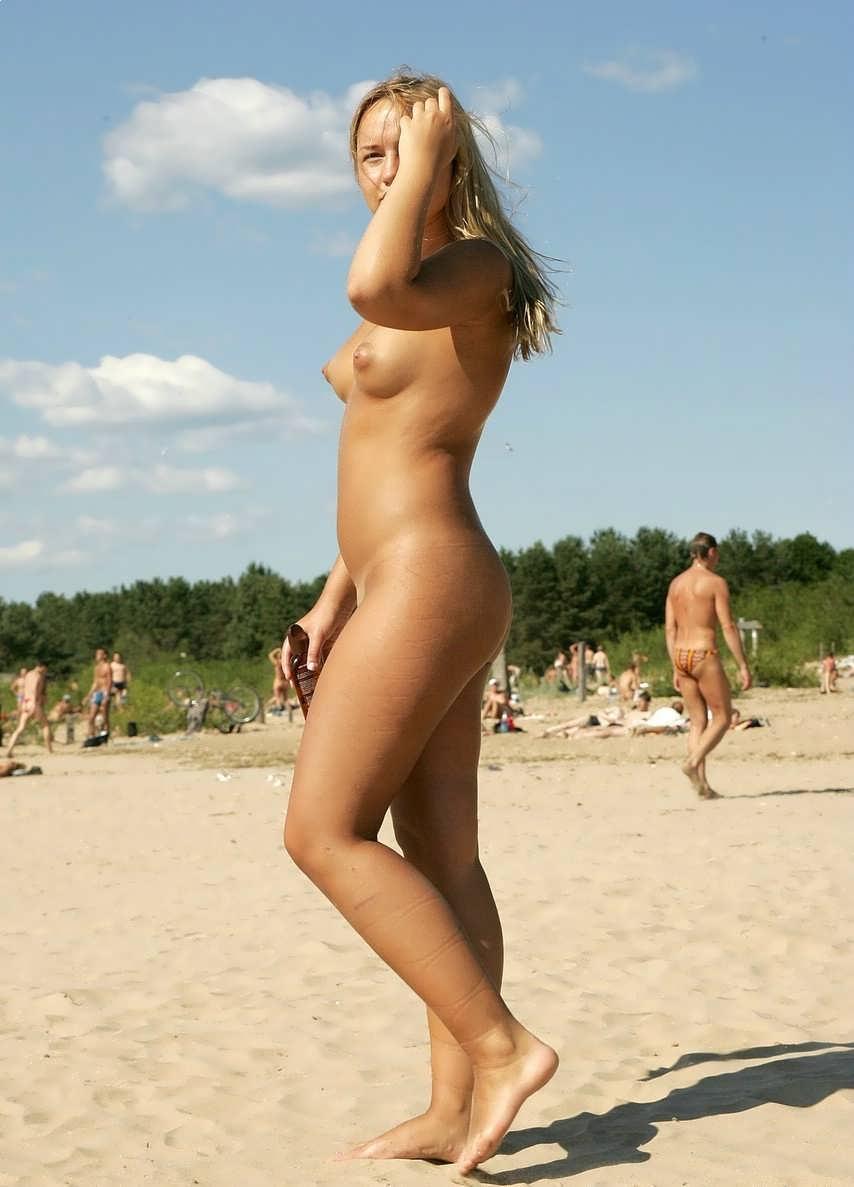 Пухляшка на пляже 9 фотография