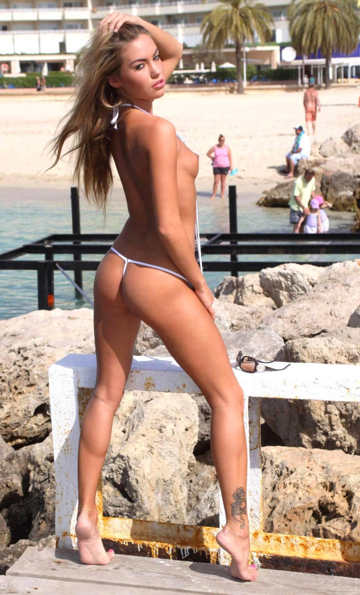 Фото девушки в супер микро бикини 1 фотография