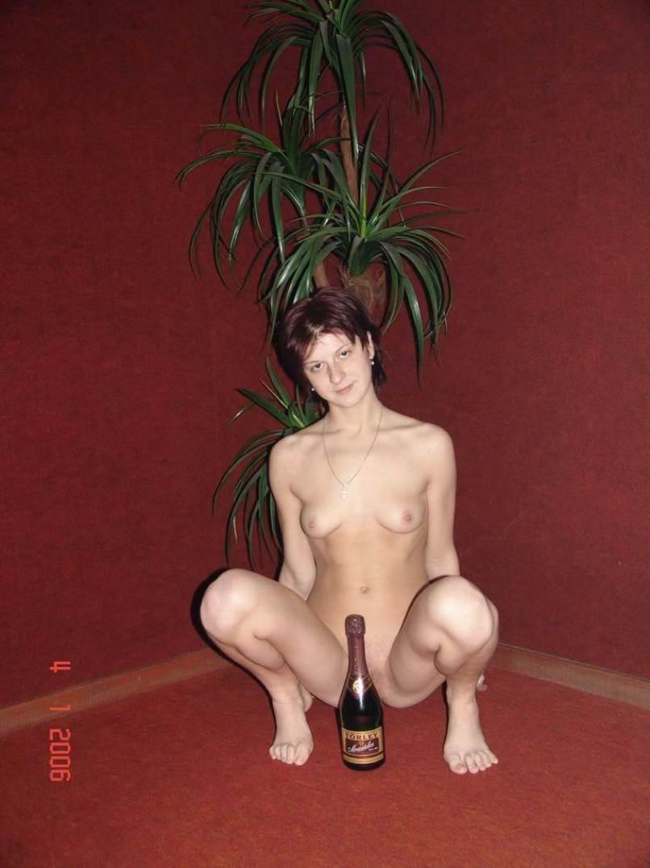 Голая на бутылке порно фото фото 518-26