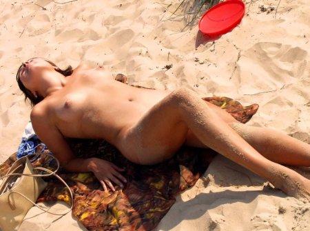 Пляжные фото ню