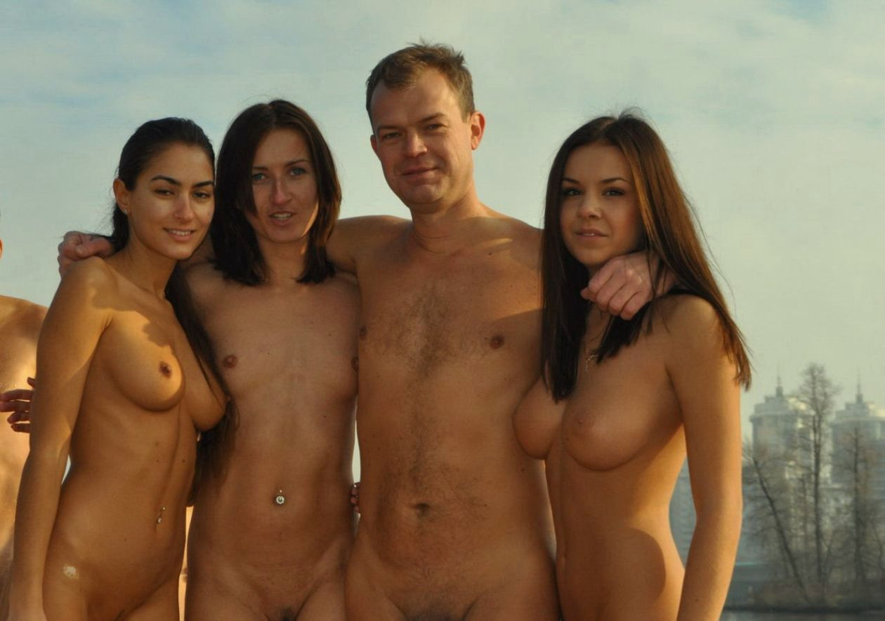 golie-ukrainskie-devushki-video