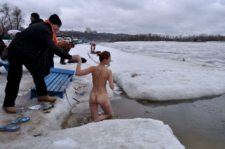 Нудисты Зимой