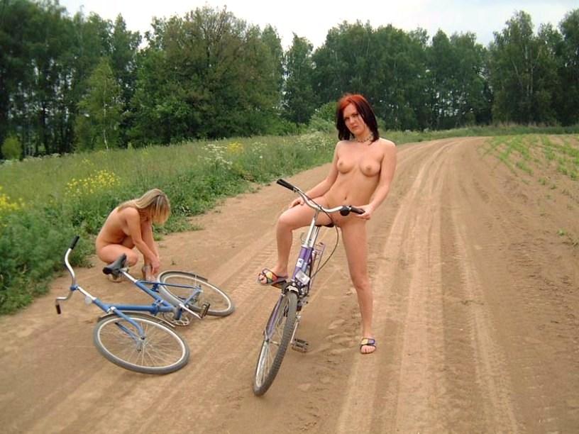 Моя жена любит кататься голышом на велосипеде