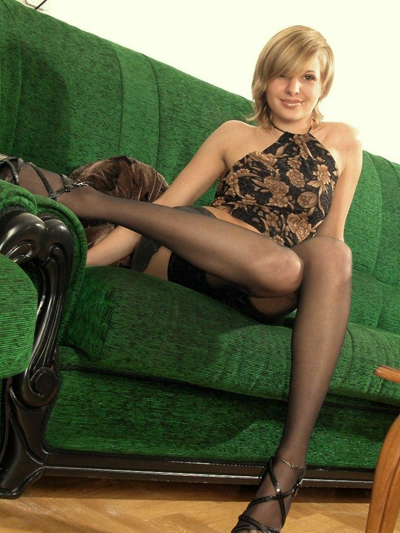 Порно в мини юбках с блондинками в машине, массаж секс красивая замужняя женщина у себя дома