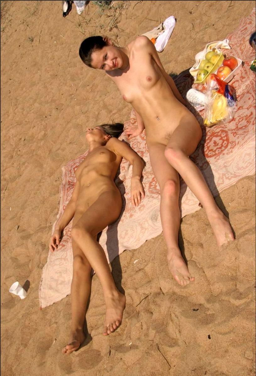 Эротические фото заснял на пляже 8 фотография