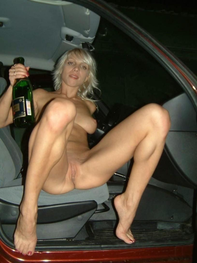 Пьяную грудастую катю в машине