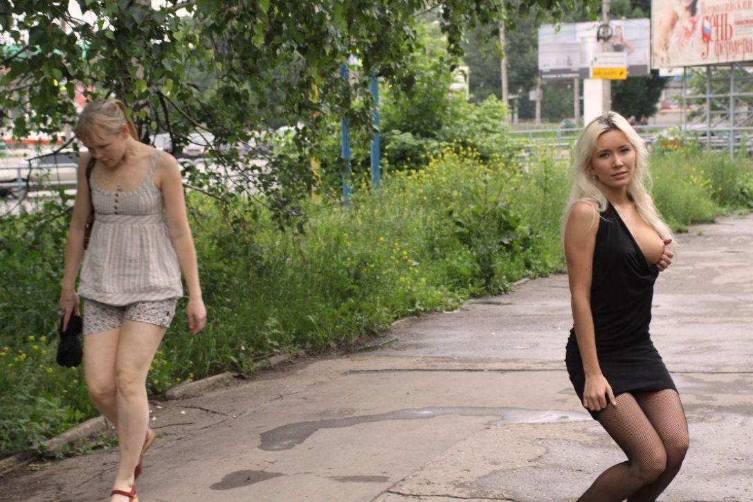 Фото лето в парке без трусов, пока мужа нет дома жена изменяет