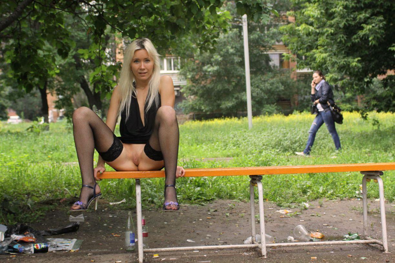 Студенческий секс на скамейке 18 фотография