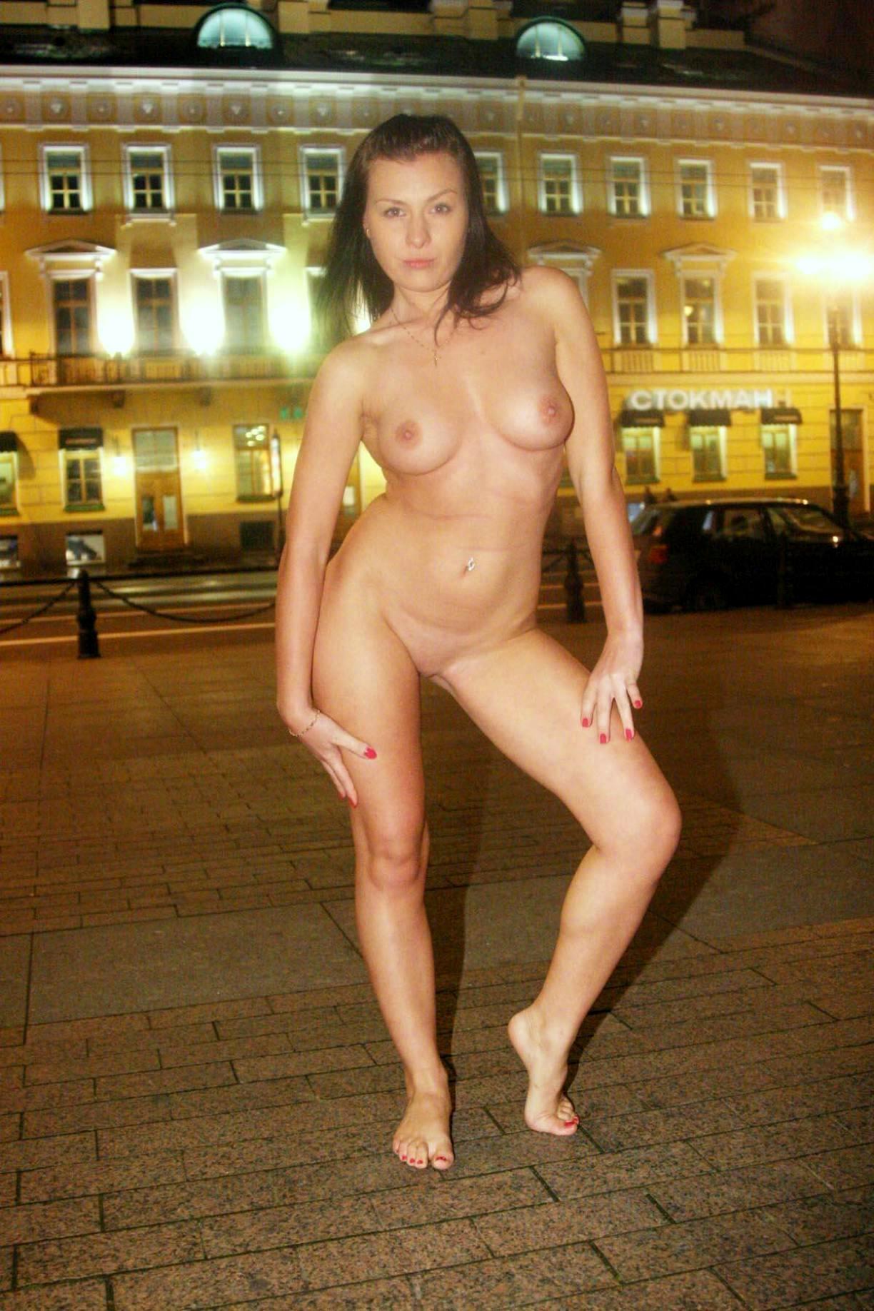 девушки и женщины в чулках и чулочках голые ножки в