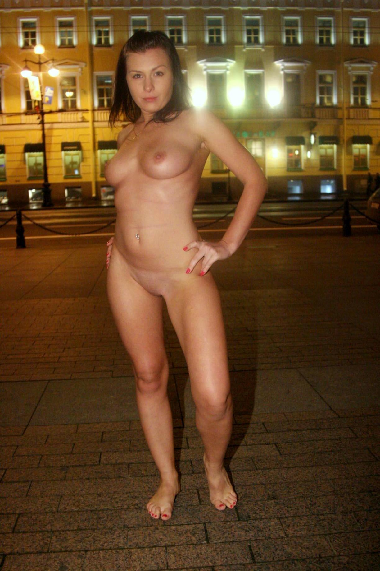 Голые женщины на улицах петербурга