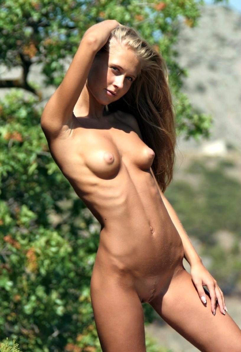 Худенькие голенькие девушки фото 21 фотография