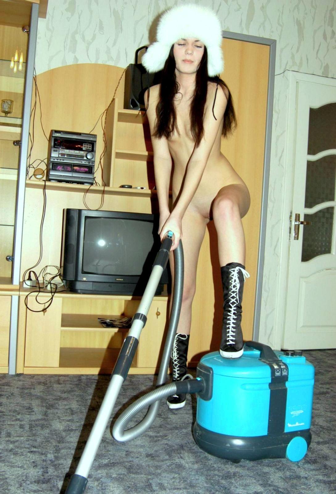 Эро нарезки убирает квартиру голой 1 фотография