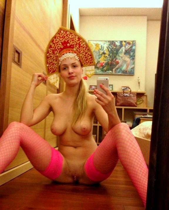 голые девки в кокошнике видео