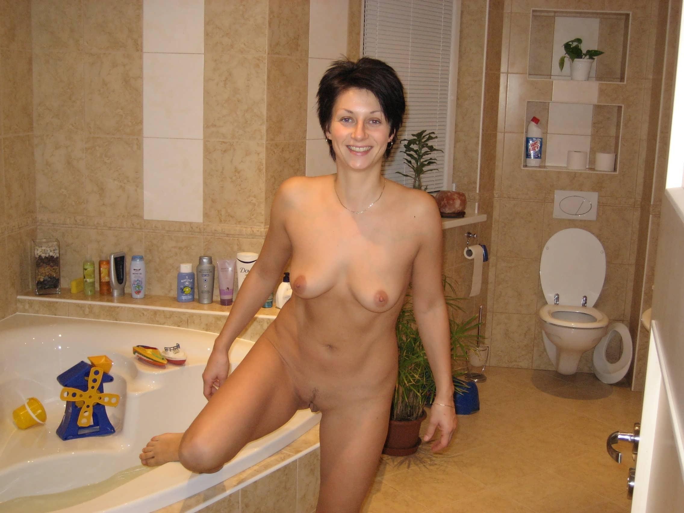 Подсмотренное фото голых женщин