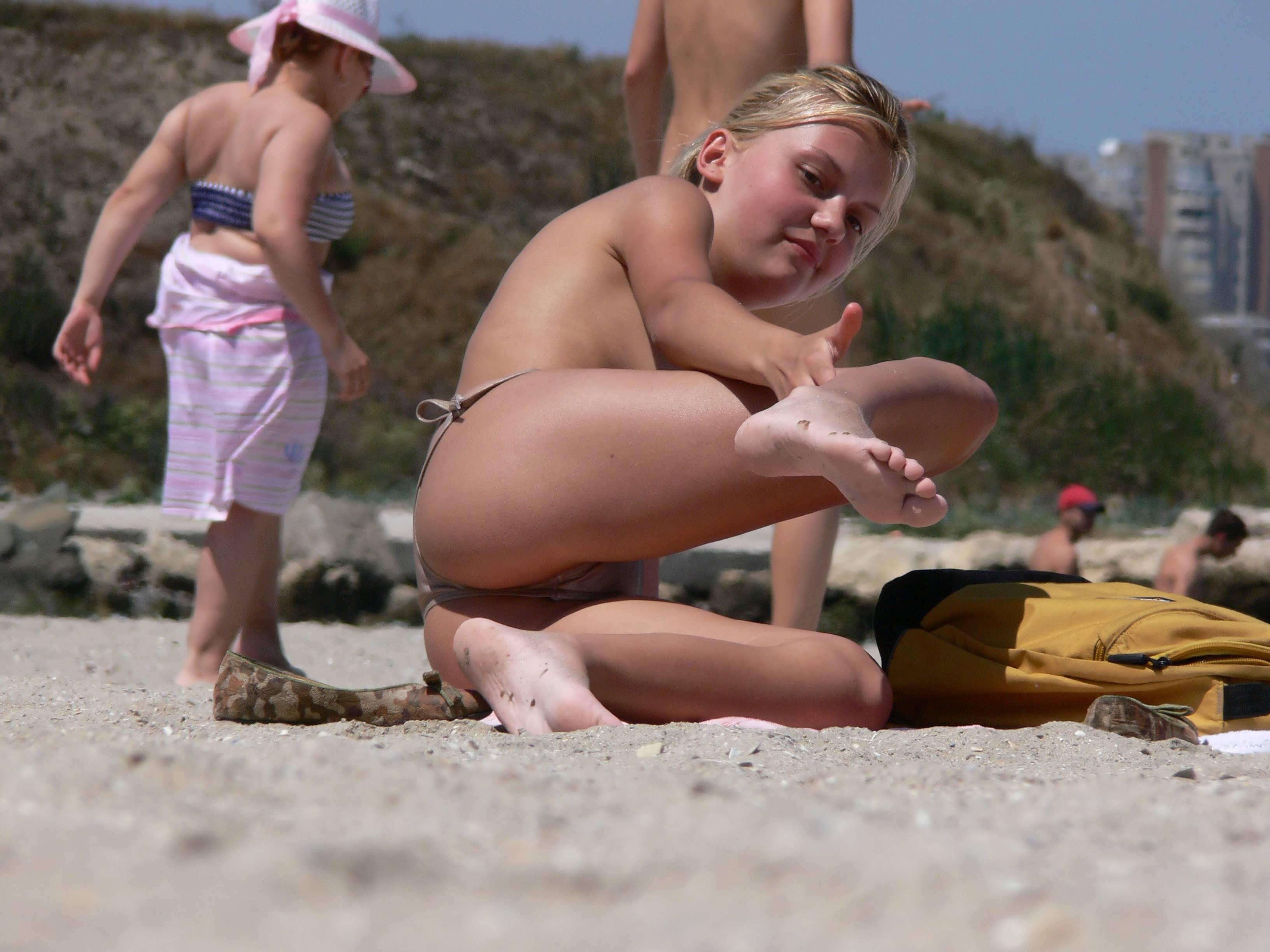 на пляже подглядели фото