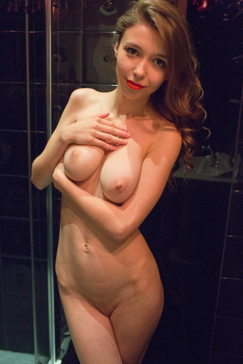 Качественная эротика интим в бане немолодых женщин кончина дырки