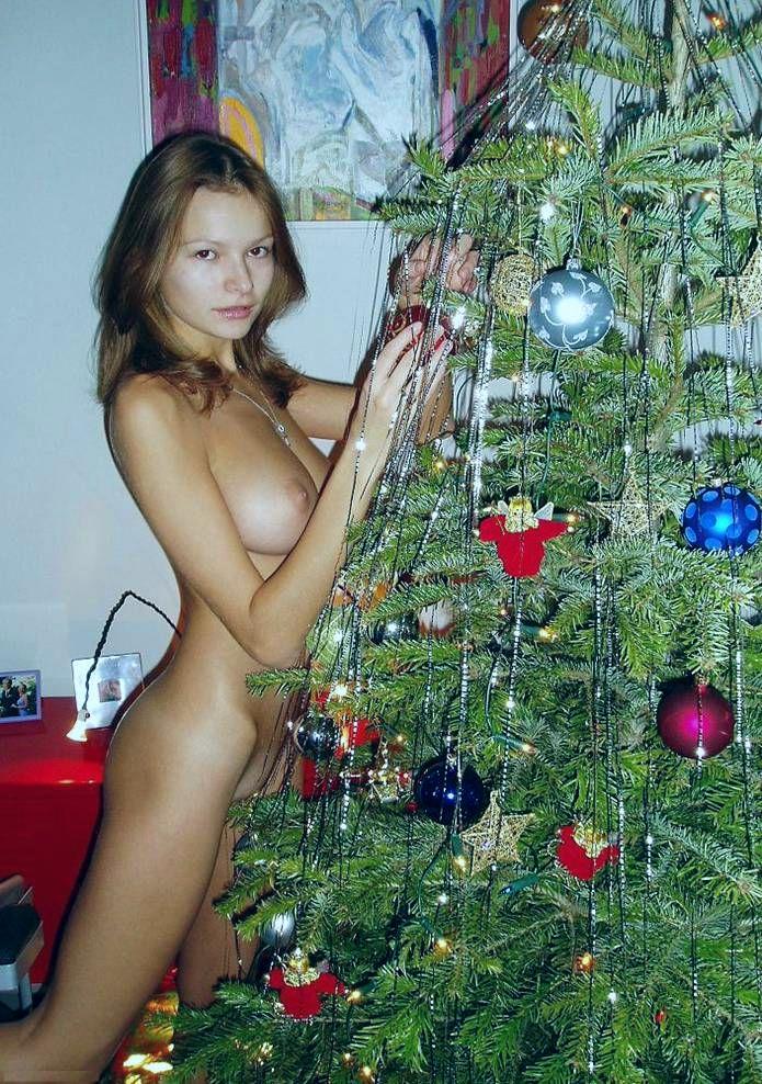 Хочу порно на новогодней елочки мужик ебет